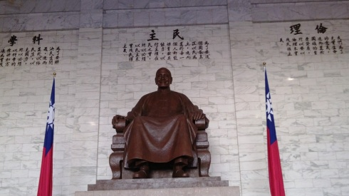 Chiang Kai-shek flanked by the Taiwanese flag
