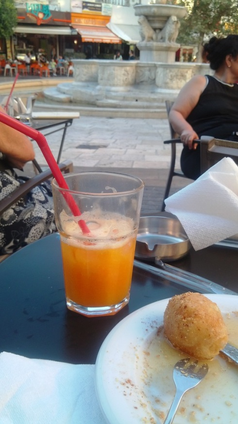 Fresh juice, sweets and the lion fountain in the square